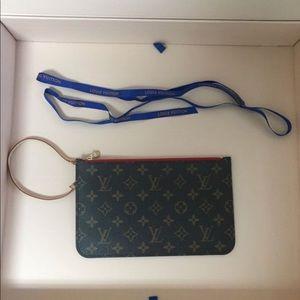Louis Vuitton  monogram Pochette -